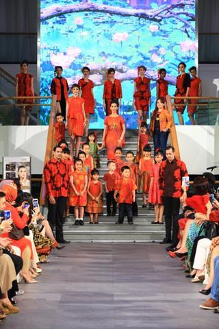 Sambut Imlek Alleira Batik Tampilkan Koleksi dari Inspirasi Bunga Lotus
