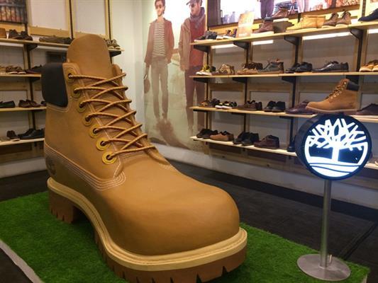 paras halpa tilata netistä paras palvelu Timberland Ciptakan Giant Yellow Boot Setinggi 1.5 Meter