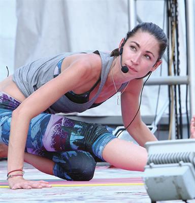 Majalah Women's Health Indonesia dan Reebok Indonesia Gelar Sunset Yoga Bersama Guru Yoga Tara Stile