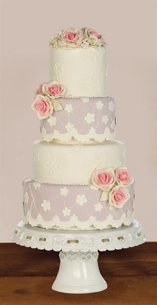 Kue Pengantin Bewarna Pink dan Ungu Cocok Untuk Pengantin Feminin