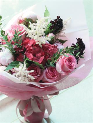 Wujudkan Hari Besar Anda dengan Rangkaian Bunga dari Blooming Elise Flowers