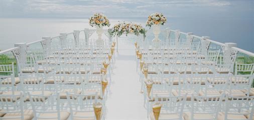 Dekorasi Pernikahan dengan Sentuhan Peach oleh Airy Design
