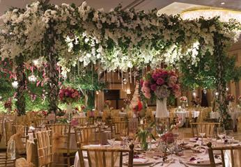 Megahnya Dekorasi Pernikahan Bertemakan Kebun oleh Dekorator Elssy Design