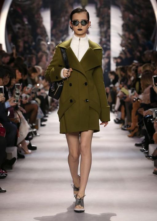 Napas Militer di Panggung Runway Dior