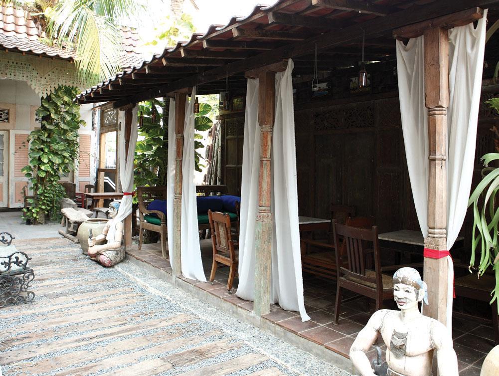 Nuansa Kehangatan Rumah di Arjuna Café dengan Sajian Ayam Nano dan Pagar Makan Tanaman