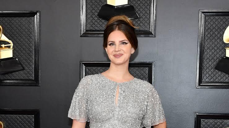 Inilah Koleksi Aidan Mattox, Gaun Ikonis yang Membalut Lana Del Rey di Grammys 2020