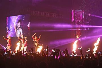 Konser 2ne1 di Jakarta Bertabur Busana Desainer Dunia