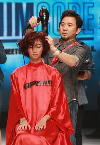 Inspirasi Denim Untuk Menata Rambut Agar Lebih Tebal