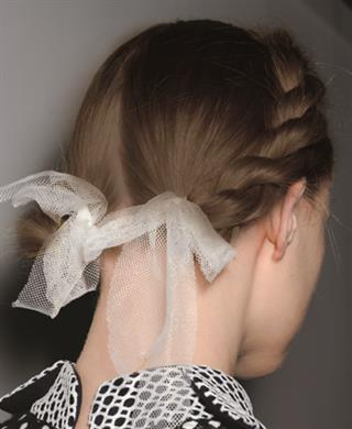 Tren Pita Cantik untuk Hiasan Rambut Romantis