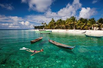 Menyusuri Pasir Putih Panjang di Pantai Kepulauan Kei Maluku