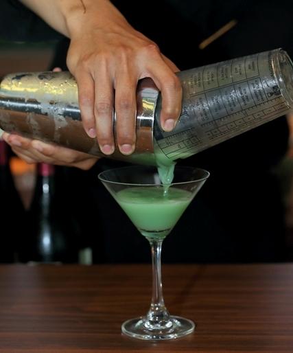 Gelas Tak Pernah Kosong dengan Berbagai Pilihan Minuman khas Grand Hyatt