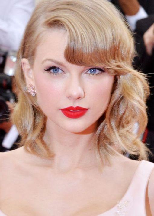 Trik Menjaga Lipstik Tetap Awet Ala Taylor Swift