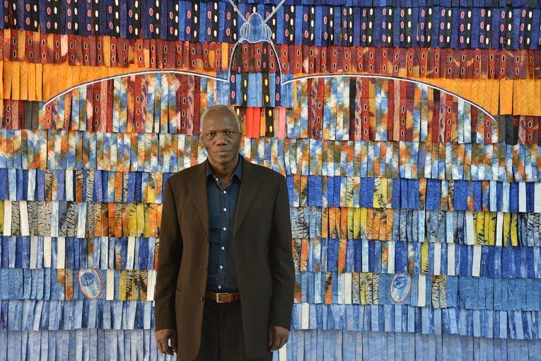 Jejak Abdoulaye Konaté dalam Sebentang Tekstil