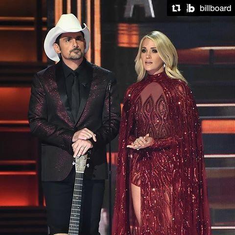 Carrie Underwood Mempersembahkan Penampilan untuk Mengenang Korban Penembakan Massal Las Vegas
