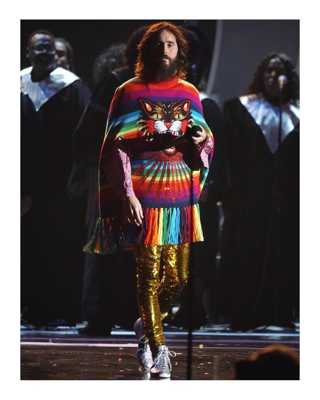 Jared Leto Kenakan Busana Gucci saat Konser