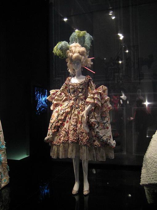 Dior Merilis Dior Catwalk: The Complete Collections untuk Memperingati Hari Jadinya yang Ke-70