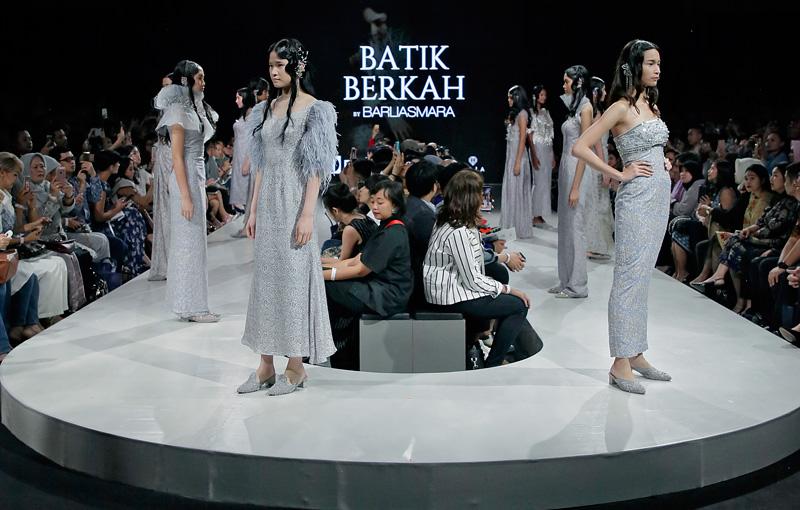 Aura Feminin nan Glamor Batik Berkah by Barli Asmara