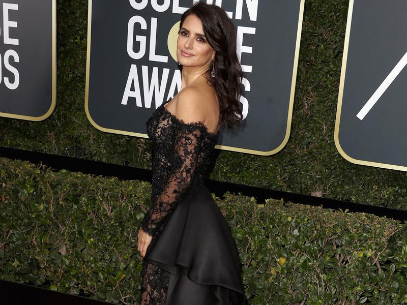 Contek Riasan Anggun Penelope Cruz Saat Golden Globes Persembahan Lancome