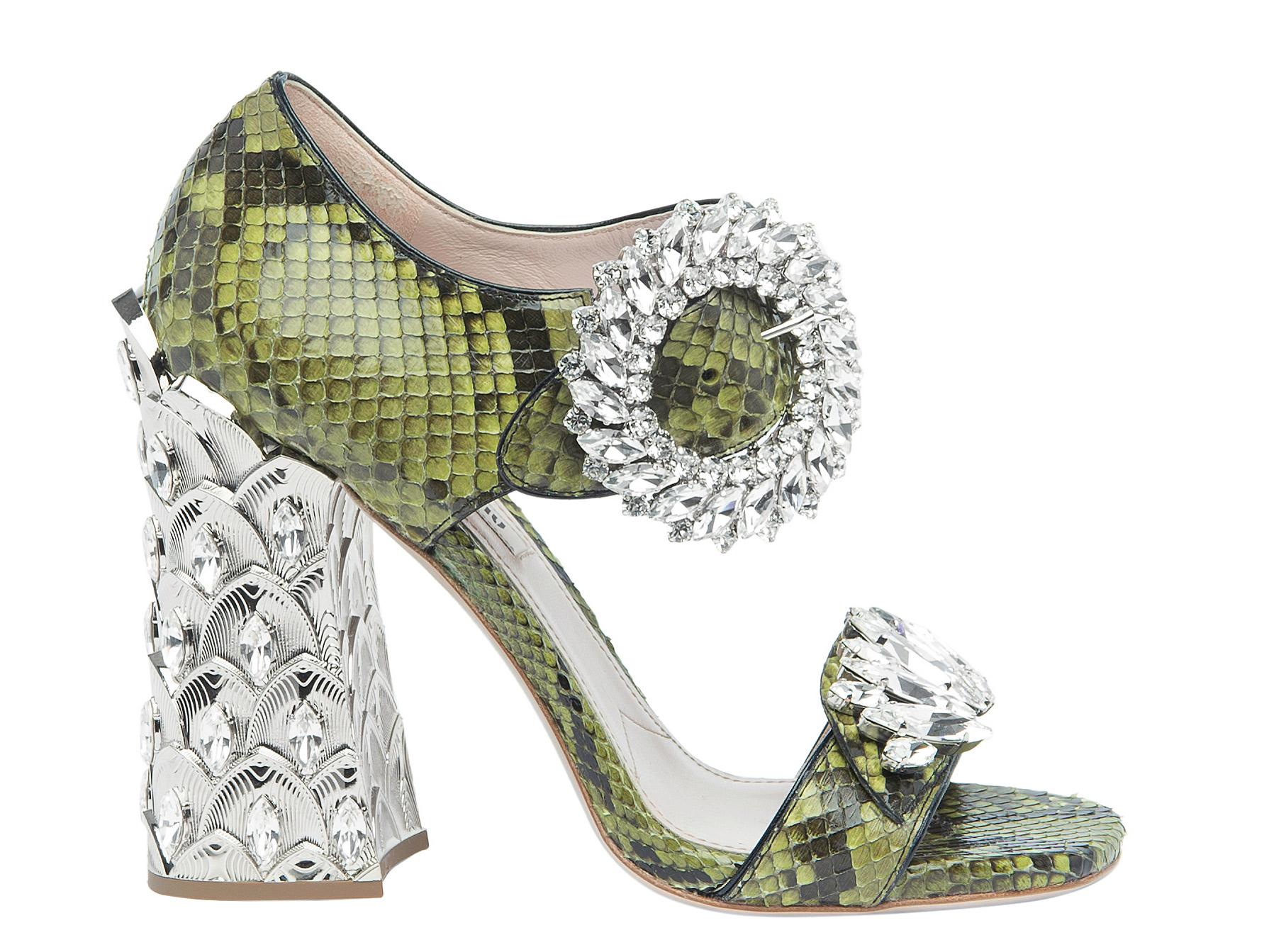 Impian Anda untuk Mengenakan Sepatu Indah dari Kepingan Salju Kini Dapat Terwujud
