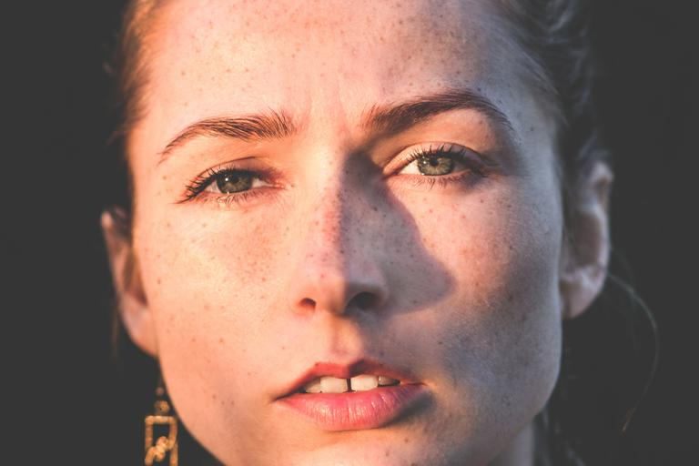 Faux Freckle Memberikan Keunikan Pada Wajah Anda