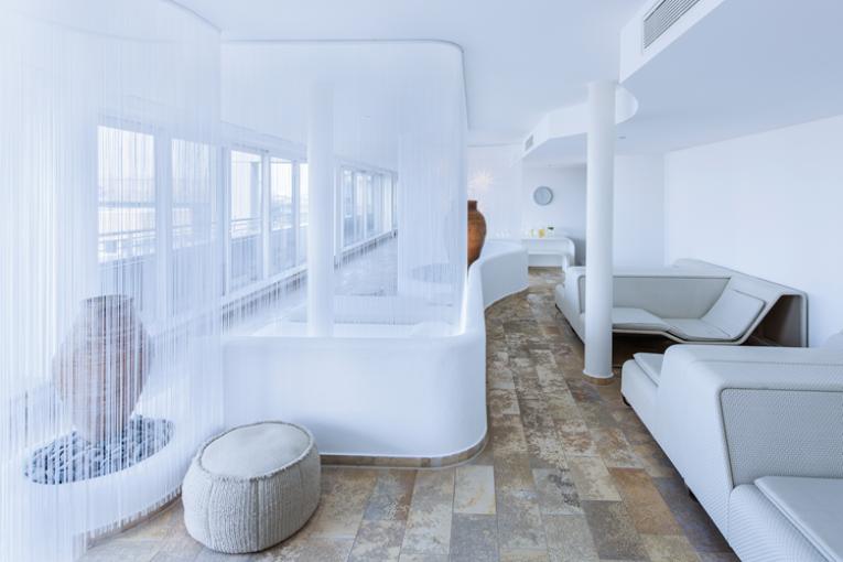 Nikmati Kombinasi Terapi Suara, Warna dan Aroma Di The Mandala Hotel Berlin
