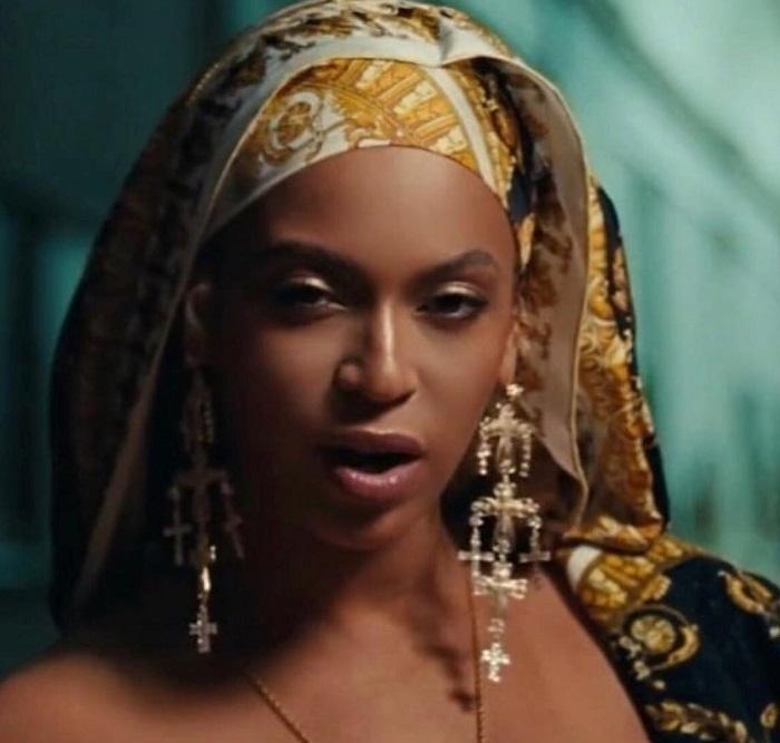 Beyonce Memakai Anting Rancangan Rinaldy Yunardi di Video Klip Terbarunya