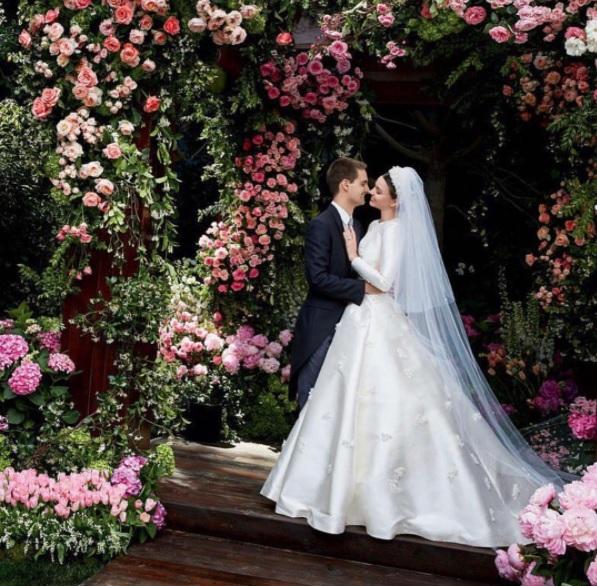 Miranda Kerr Mempublikasikan Foto Pernikahannya dengan CEO Snapchat, Evan Spiegel