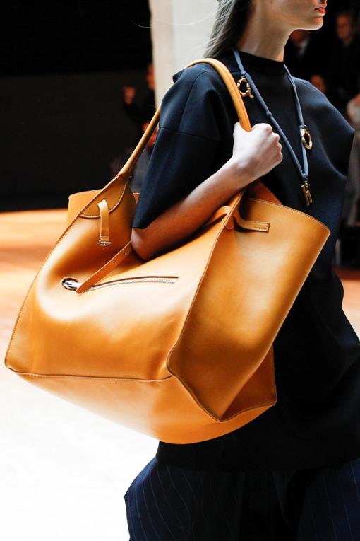 Hadirnya Céline Big Bag yang dapat Memuat Segala Kebutuhan Anda