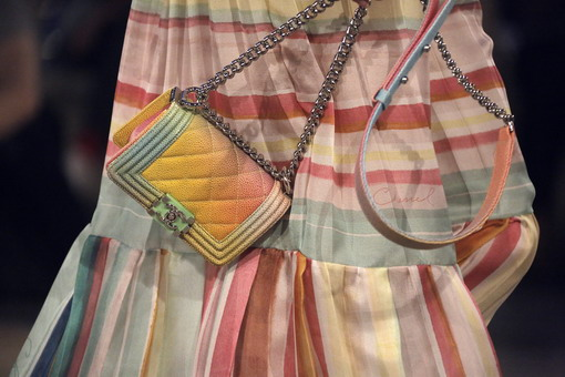Tas Chanel Boy Kini Hadir Dengan Kombinasi Warna Pastel di Panggung Chanel Kuba