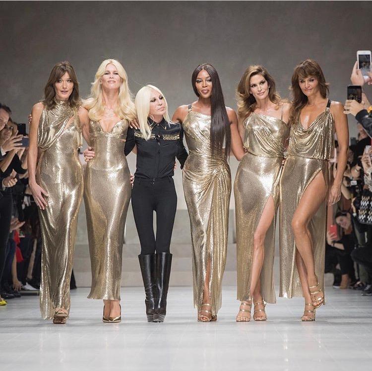 Para Supermodel Ikonis Tahun 90-an Kembali Berkumpul di Panggung Versace