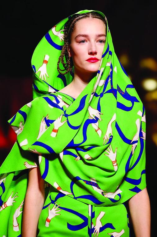Simak Deretan Koleksi Busana dengan Inspirasi Busana Wanita Timur Tengah