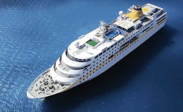 Kapal Pesiar Hamburg Cruise Merapat di Sabang