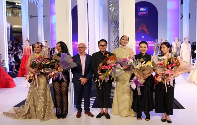 Dulux berkolaborasi dengan Barli Asmara dan Diana Putri x Le Ciel di Fashion Nation 2018