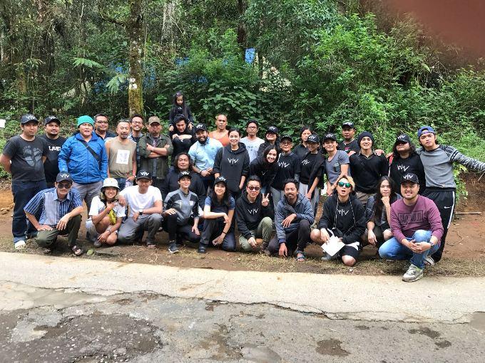 Pemain Wiro Sableng Tanam 212 Bibit Pohon di Hutan Lindung Kawah Putih