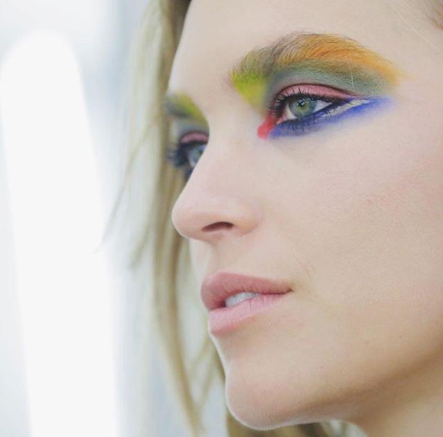 Riasan Mata Warna Warni Menjadi Andalan Chanel pada Paradenya di Haute Couture Week 2017