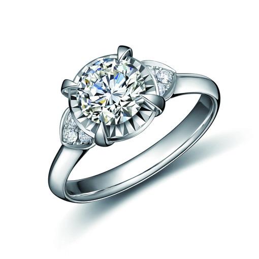 Berlian Menawan yang Terlihat Lebih Besar dari Ukuran Asli Lansiran Adelle Jewellery