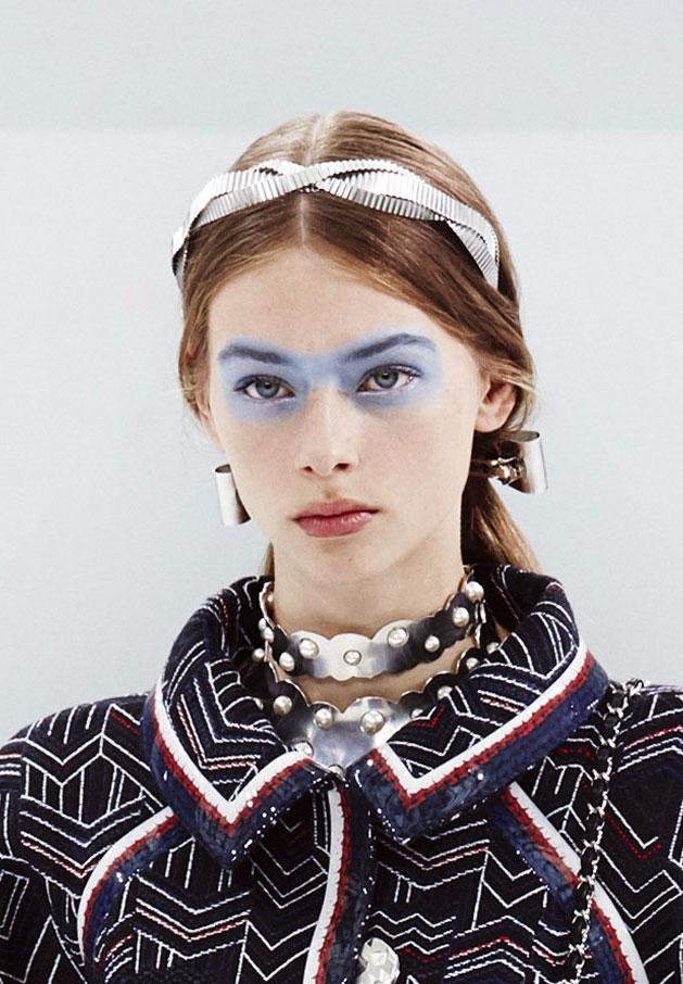 Tampil Beda dengan Pulasan Eyeshadow Biru