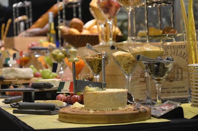 Suguhan Ringan beserta Anggur khas Italia di Lobby Lounge Gran Meliá Hotel