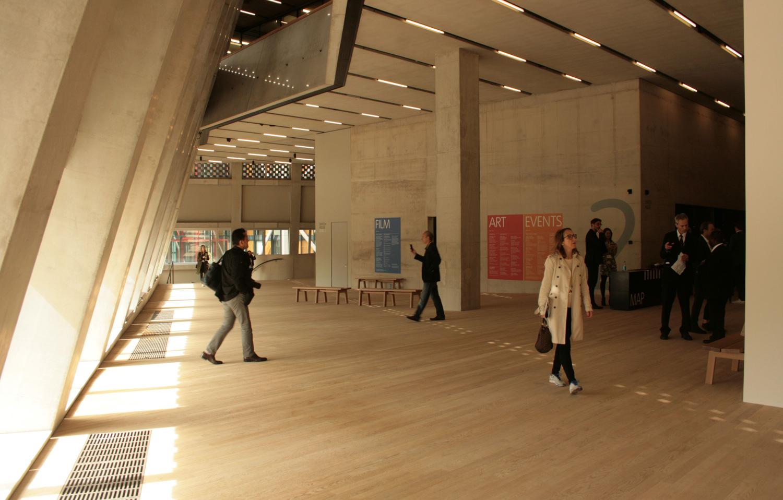 Museum Seni Tate Modern di London Membuka Gedung Baru
