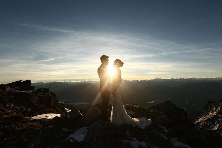 Janji Suci Timothy Matindas dan Annisa Pagih di Puncak Gunung New Zealand