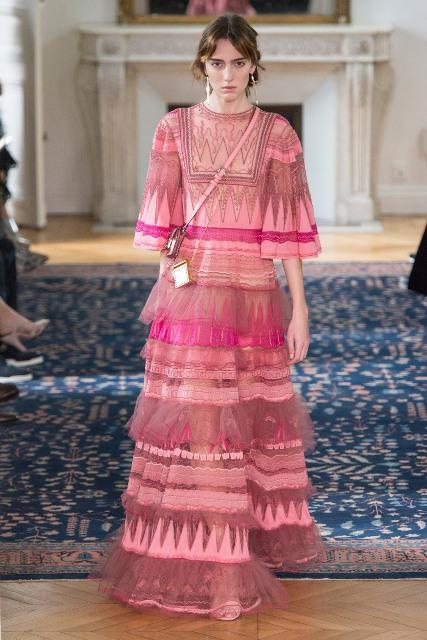 Pierpaolo Piccioli Menggandeng Perancang Zandra Rhodes untuk Koleksi Terbaru Valentino