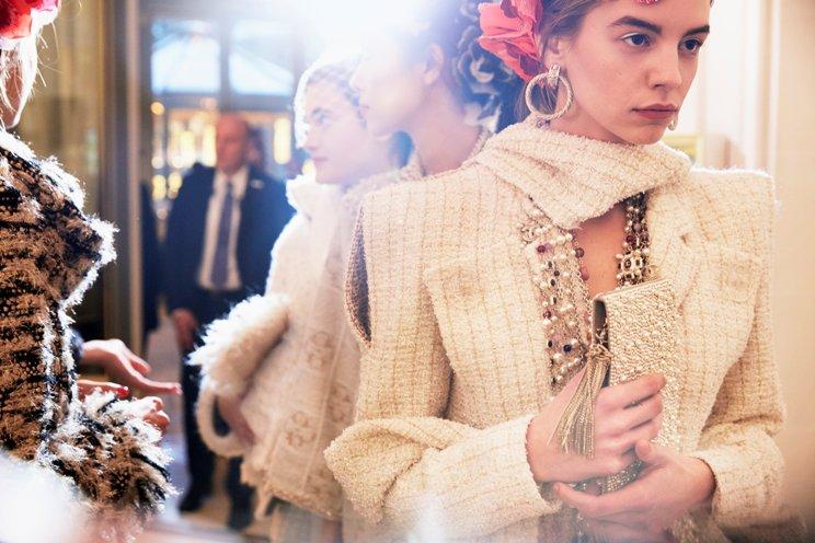 Pada Koleksi Chanel Métiers d'art 2017, Karl Lagerfeld Terinspirasi Suasana Café Society era '30-an