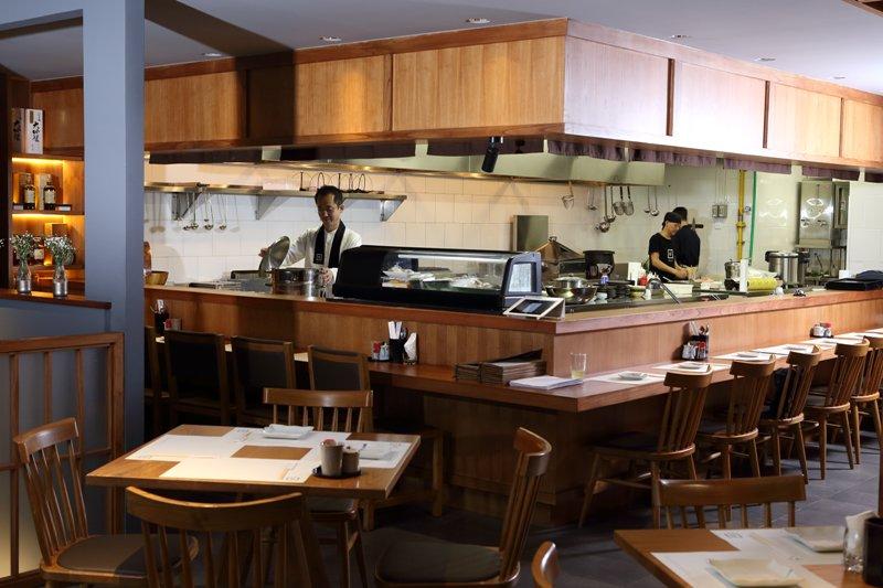 Menyantap Hidangan Penuh Kehangatan Keluarga di Izakaya Kai