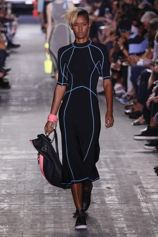Simak Deretan Pakaian untuk Olahraga Air di Panggung-Panggung Rumah Mode Dunia