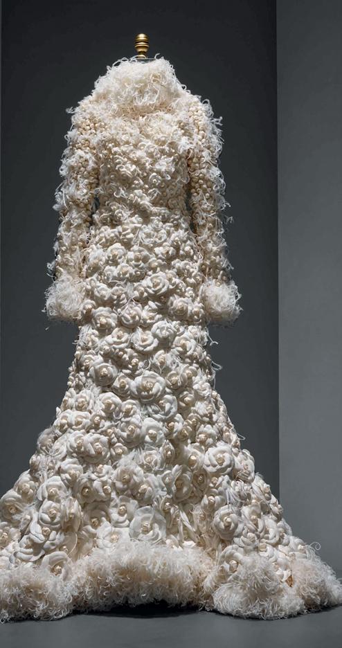 """Pameran 200 Tahun Sejarah Busana Bertema """"Manus x Machina"""" di Metropolitan Museum Art Costume Institute"""