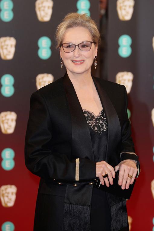Meryl Streep Tampil Memukau dengan Setelan Givenchy di 70th Annual BAFTA Awards