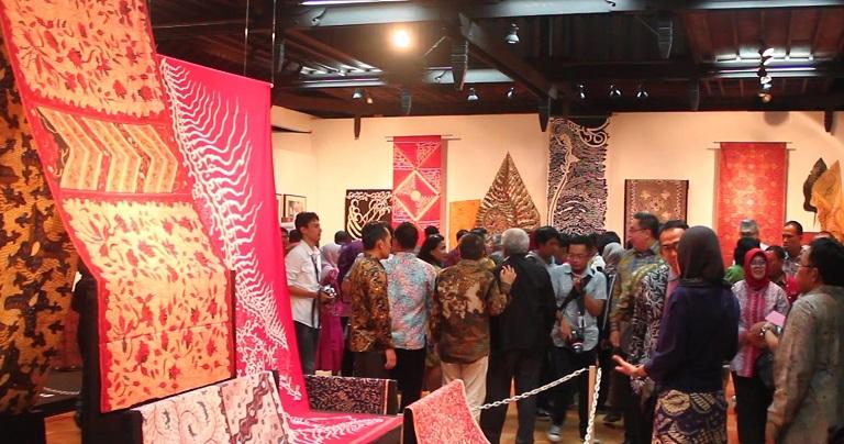 """Menelusuri Batik Nusantara Melalui """"Selisih Batik Pesisir: Pameran dan Pasar Batik"""""""