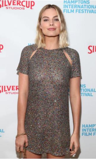 """Simak Tampilan Margot Robbie dalam Balutan Terusan Dior di Pemutaran Perdana Film  """"I, Tonya"""""""