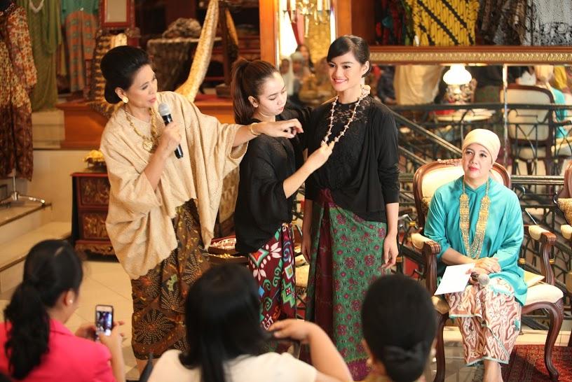 Tampil Mengesankan di Hari Raya Dalam Balutan Kain Nusantara dari Danar Hadi