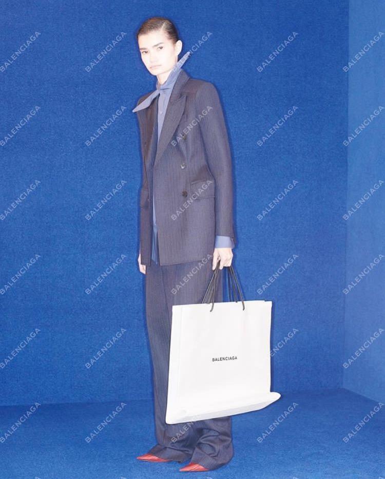 Ini Dia Shopping Bag Lansiran Balenciaga Seharga $1,100 yang Telah Habis Terjual!
